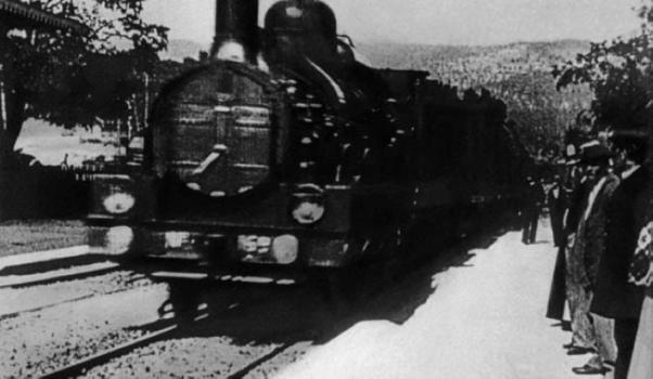 Still from L'arrivée en gare de la Ciotat (Lumiére Brothers, 1895)