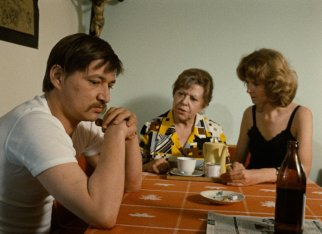 fear-eats-the-soul-1974-009-brigitte-mira-rainer-werner-fassbinder-table