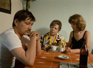 fear-eats-the-soul-1974-009-brigitte-mira-rainer-werner-fassbinder-table